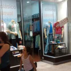 Potros - Plaza Vespucio en Santiago