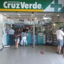Farmacias Cruz Verde - Autopista Central / Juan de Barrios en Santiago