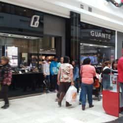 Guante - Mall Plaza Vespucio en Santiago