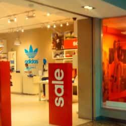 Adidas - Portal Ñuñoa en Santiago