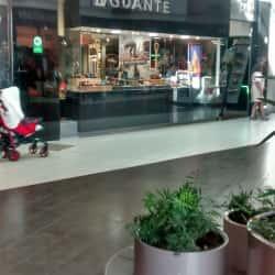 Guante - Mall Plaza Norte en Santiago