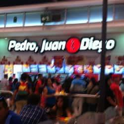 Pedro, Juan & Diego - Mall Plaza Vespucio en Santiago