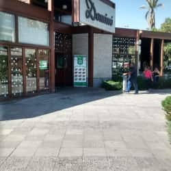 Dominó - Plaza Tobalaba en Santiago