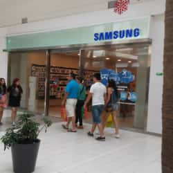 Samsung - Plaza Tobalaba en Santiago