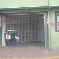 Tienda De Barrio Carrera 82 con 66 en Bogotá