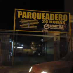 Parqueadero Serviteca Los Libertadores en Bogotá