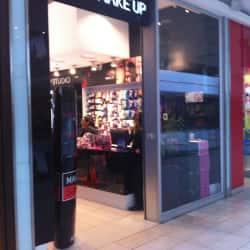 Make Up Cosmetics - Mall Plaza Egaña en Santiago