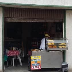 Empanadas y bebidas en Bogotá