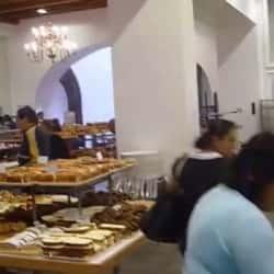 Panaderia y Pasteleria San Carlos en Bogotá