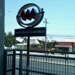 Estación Metro Protectora de la Infancia en Santiago