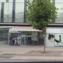 Farmacias Salcobrand - Metro Los Domínicos en Santiago