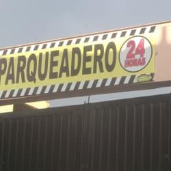Parqueadero 24 Horas Carrera 102 en Bogotá