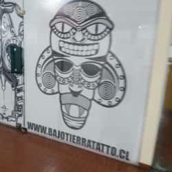 Bajo Tierra, salón de tatuajes en Santiago