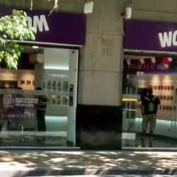 Wom - Moneda en Santiago