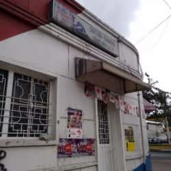 Cafetería Cigarrería Comilona la 22 en Bogotá