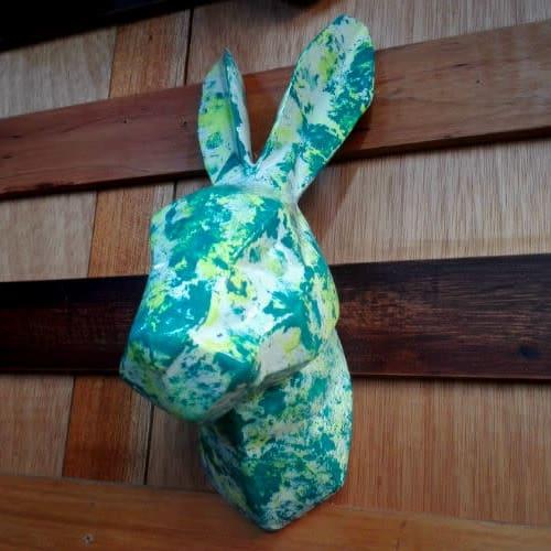 Conejo en cerámica para decorar la pared por $45.000