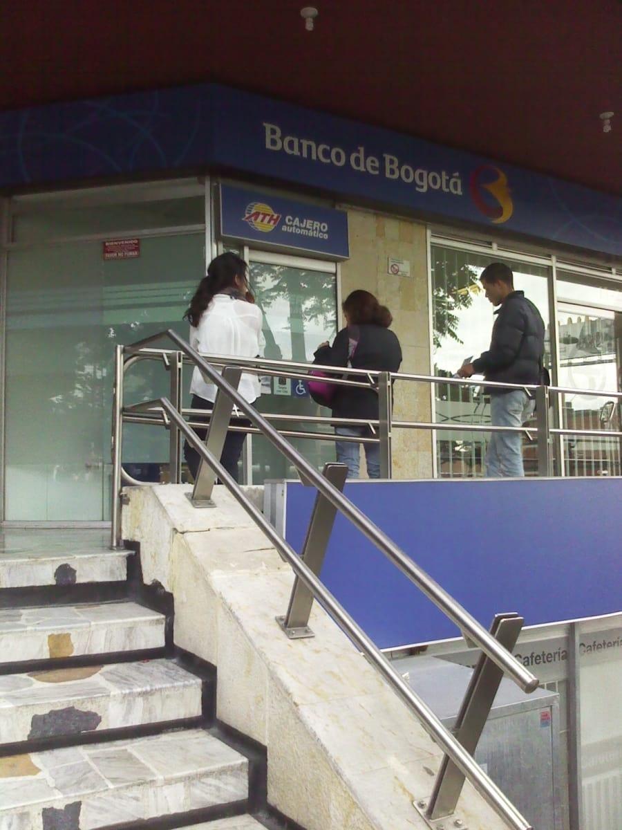 Banco de bogot avenida chile bancos porciuncula for Banco de bogota