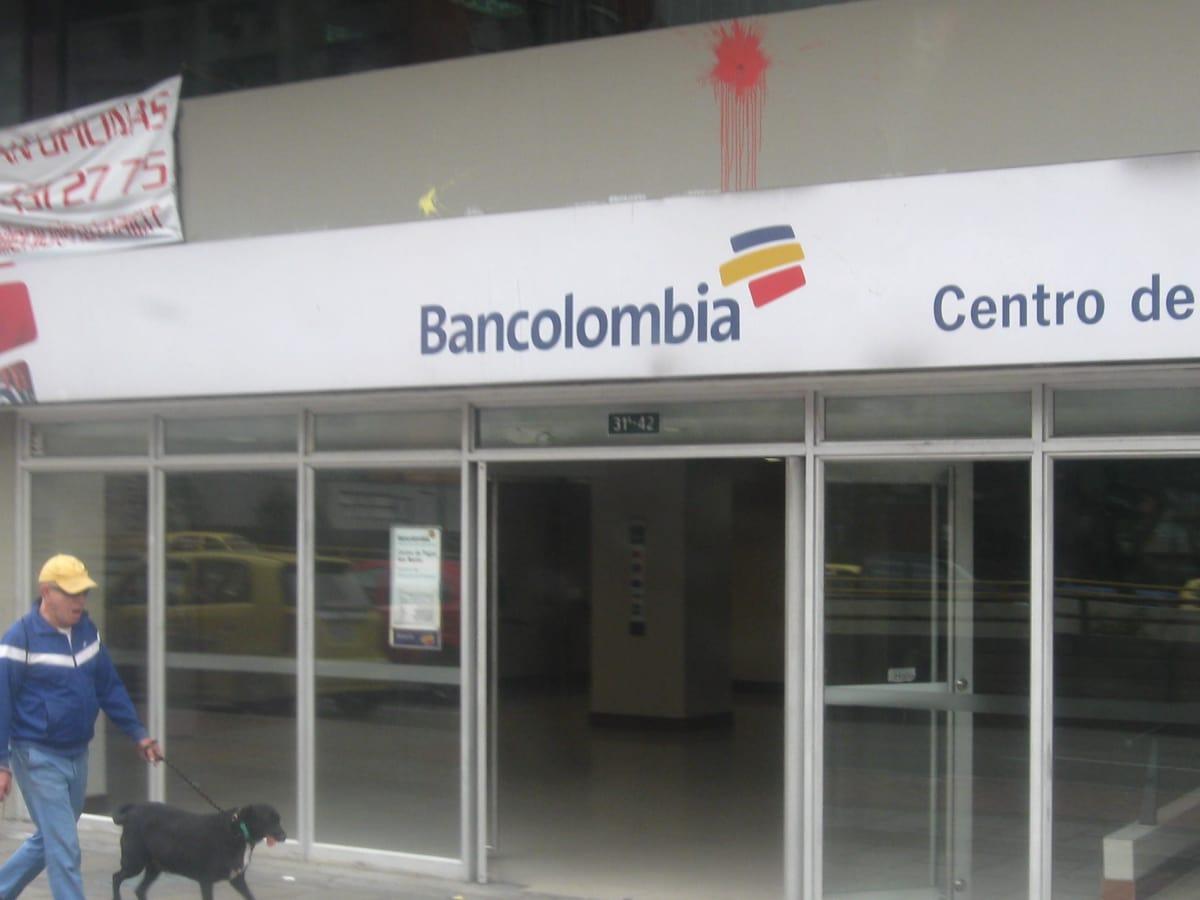 Bancolombia centro internacional bancos san martin for Oficinas bancolombia cali