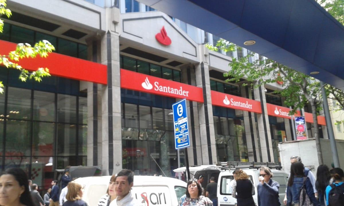 Banco santander casa matriz en bandera n 140 santiago comuna servicios metro - Casas de banco santander ...