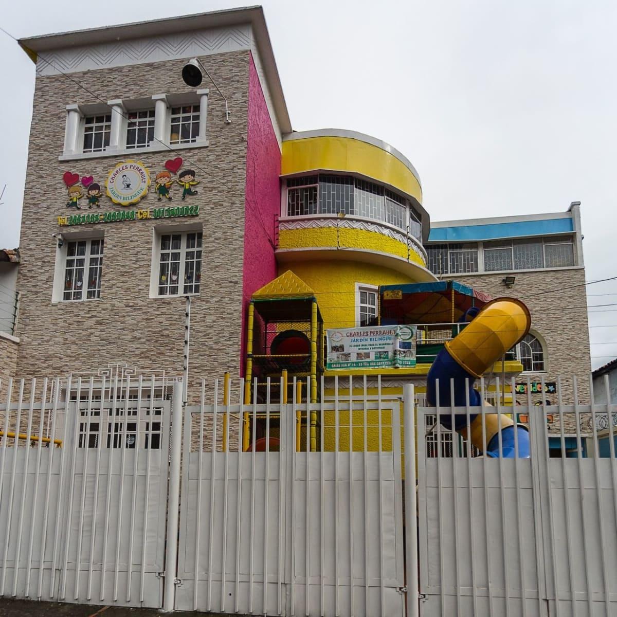 Jardin infantil charles perrault sede b guarder as for Cascanueces jardin infantil bogota