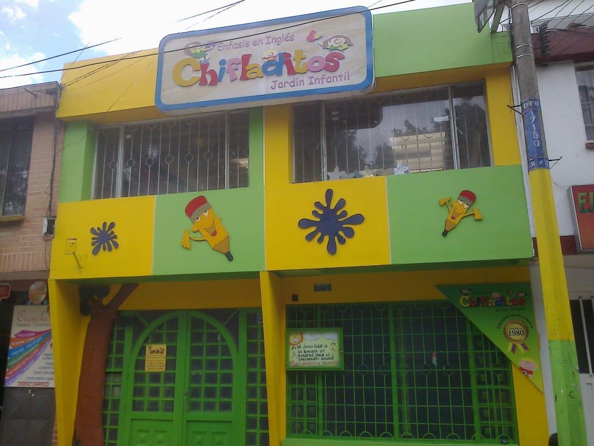 Jard n infantil chifladitos jardines escolares el for Jardin infantil