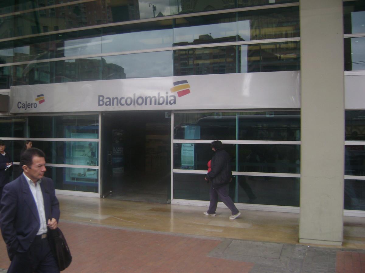 Bancolombia edificio bancolombia bancos san martin for Oficinas bancolombia cali