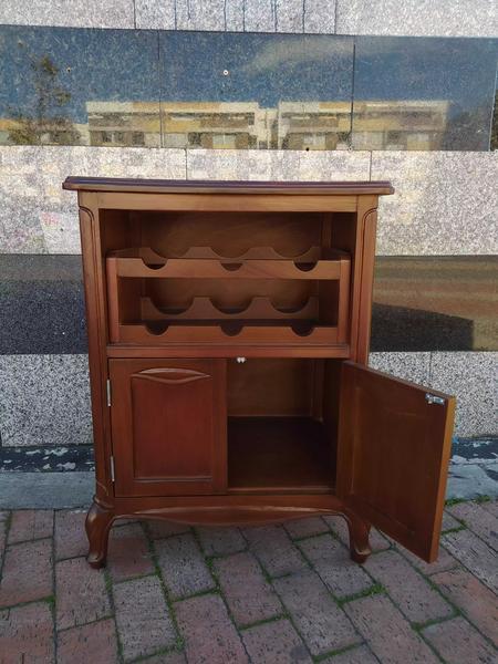 Mueble bar en cedro