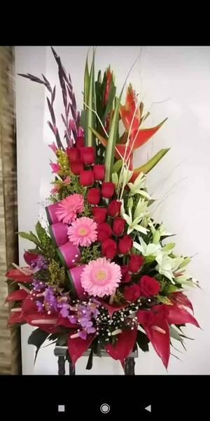 Arreglo floral triangular