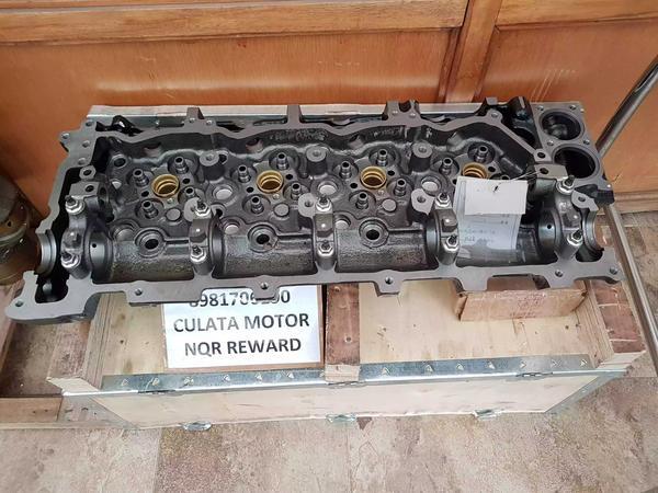 Culata motor 4HK1
