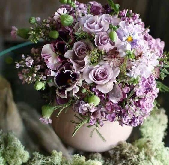 Arreglo floral con 2 docenas de flores a elegir
