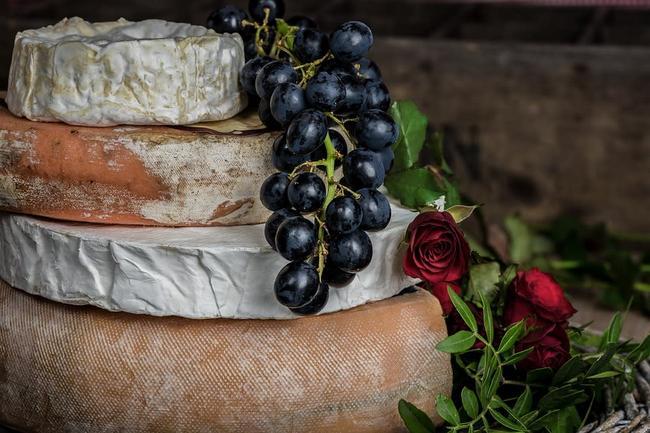 Delicioso queso relleno de cilantro y pistache