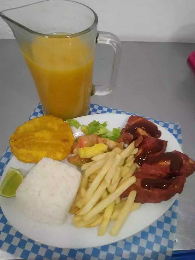 Costillas BBQ + arroz + papa + sopa + jugo