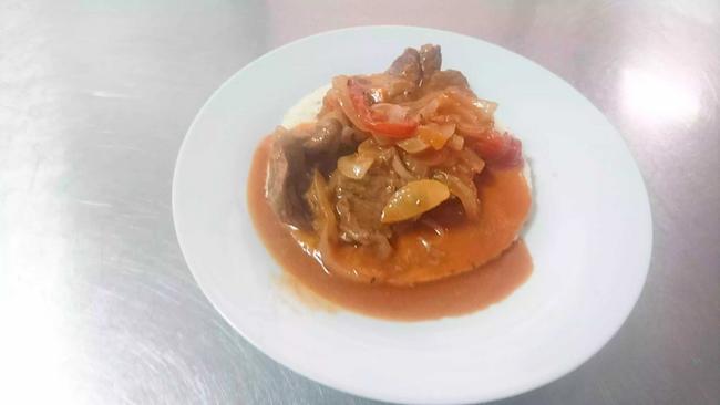 Carne en bistec con arepa paisa