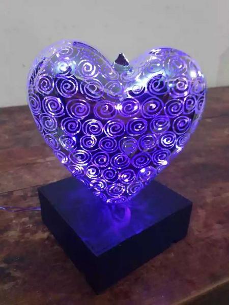 ¡Bonito regalo! Lámpara en forma de corazón.