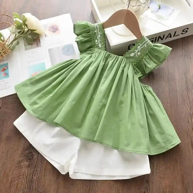 Conjunto para niña de color verde