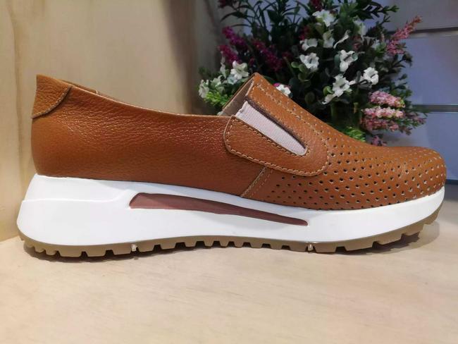 Zapato bolichero color miel