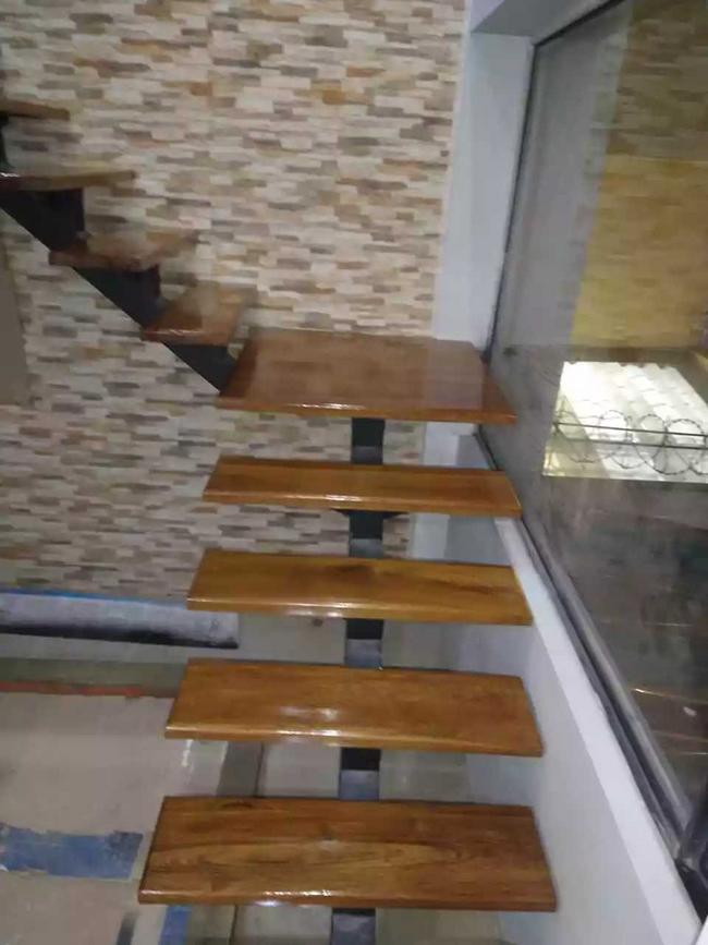 Escalera en madera granadillo