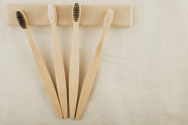 Kit cepillo de dientes de bambú con estuche de viaje por sólo $170 MXN