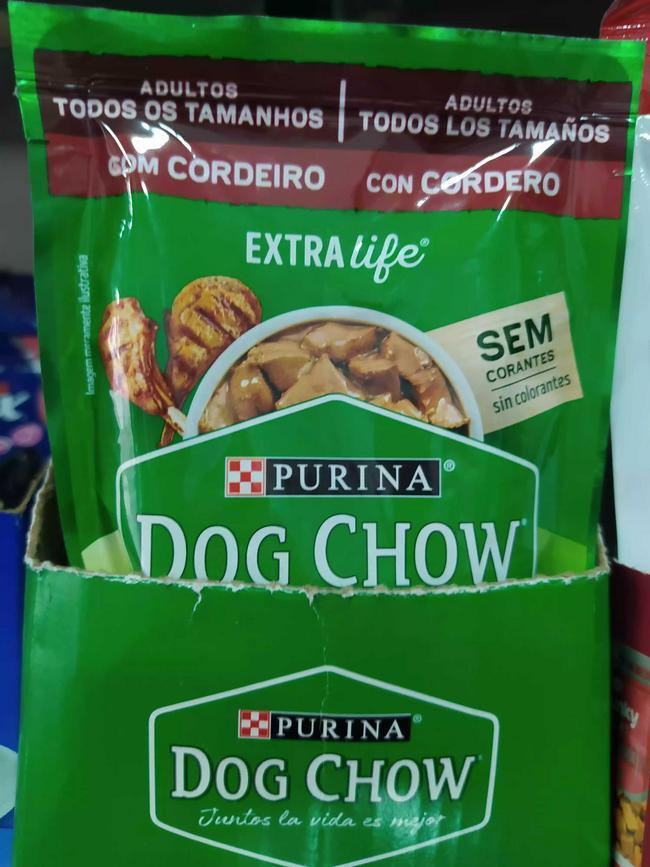 Snack para perro Dog chow sobre comida húmeda