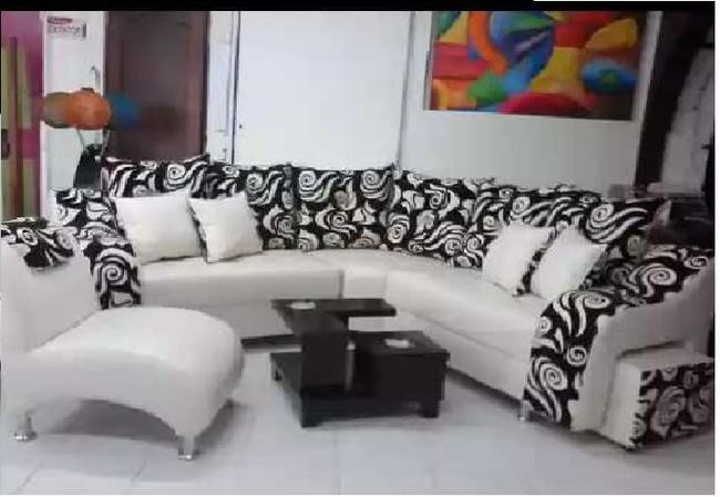Hermosa sala amplia + mesa de centro + cojines decorativos