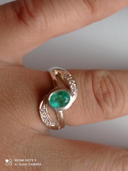 Anillo en plata 925 y esmeralda natural