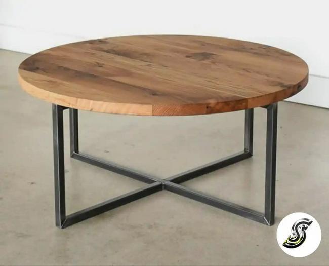 Mesa de centro redonda en metal y madera