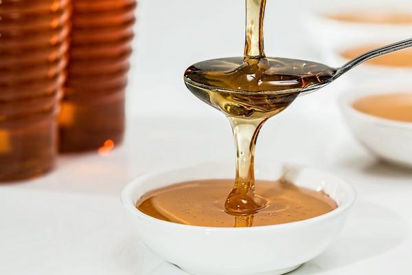 Miel de abeja pura por 500 gramos