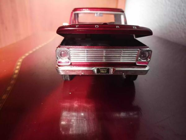 Camioneta Ford California a escala 1:24 de colección