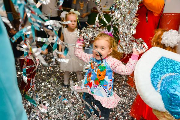 Fiesta infantil completa + títeres + personaje