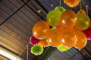 ¡Para tus eventos! Arreglo de globos con dulces