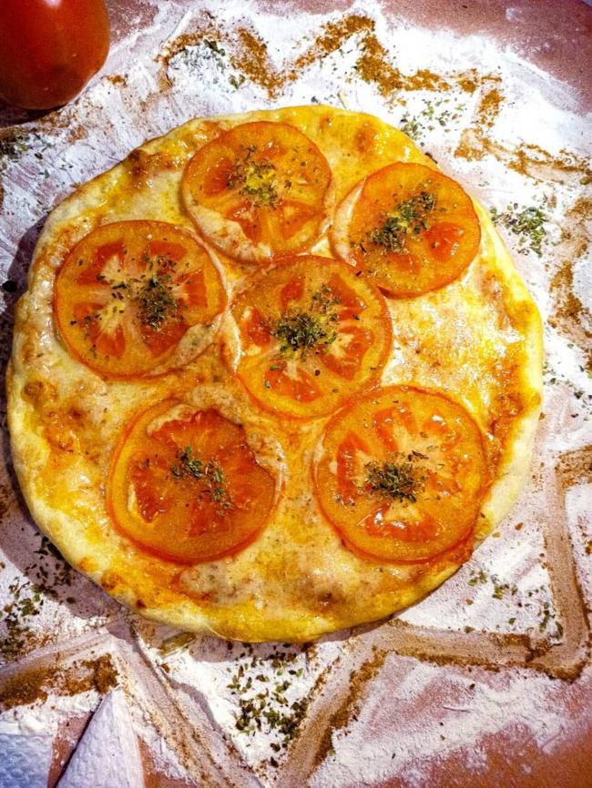 Pizza mediana hawaiana o napolitana