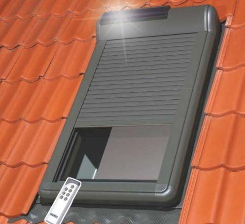 Volets roulants solaires ARZ Solar pour fenêtre de toit