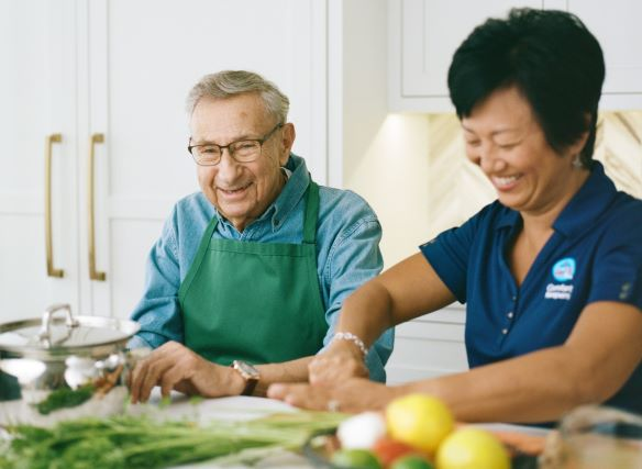 Senior resident receiving in home care in Hollywood, FL