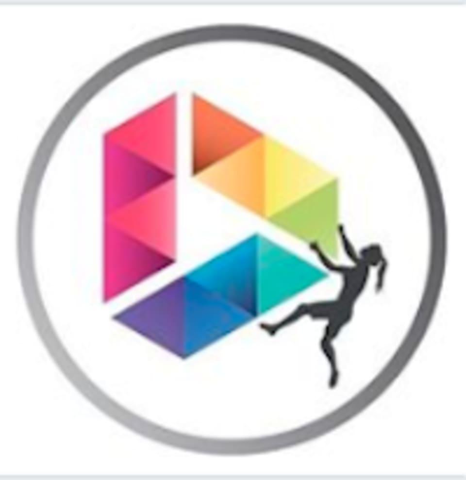 9 Degrees  logo